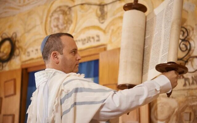 Rabbi Gilad Kariv takes part in prayers on Israel's independence day at Beit Daniel in Tel Aviv in 2018. (Courtesy Israel Movement for Progressive Judaism)